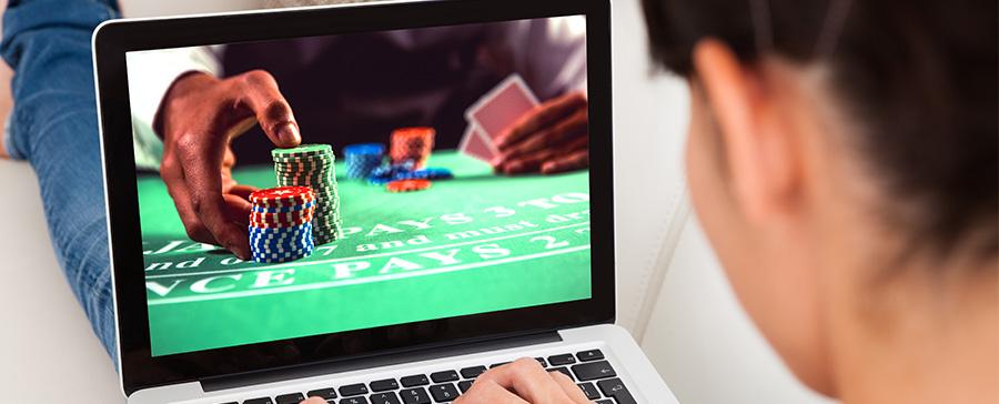 เล่นแบล็คแจ็ค เว็บไหนดี ที่สนุกและได้คุณภาพ เล่นแล้วได้เงินจริง จ่ายเงิน ฝาก-ถอนเงินรวดเร็วทันใจ